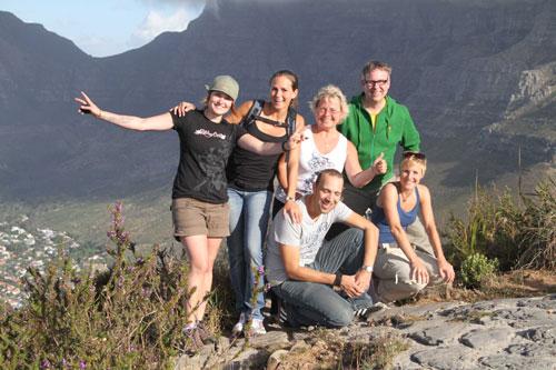 im Hintergrund der Tafelberg