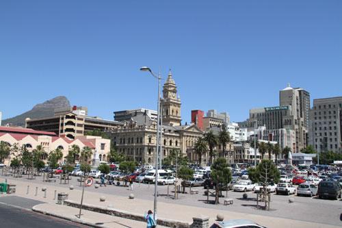 pulsierendes Cape Town - u.a. Blick auf Rathaus